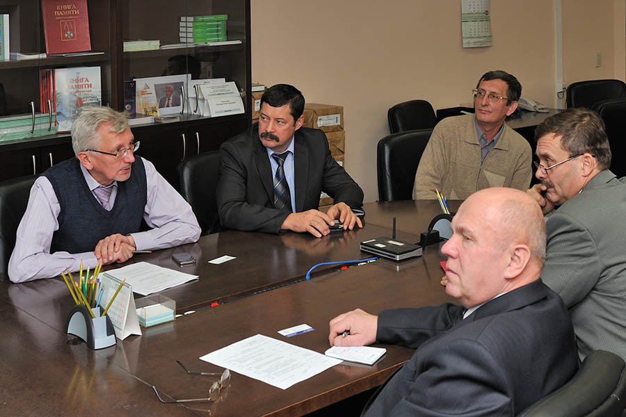 A working meeting with the Belarusian delegation, December 22, 2011. from IBRAE: I. Linge, S. Voronov and A. Simonov; from the Republic of Belarus: A. Kuvshinnikov and L. Rydlevsky (right)
